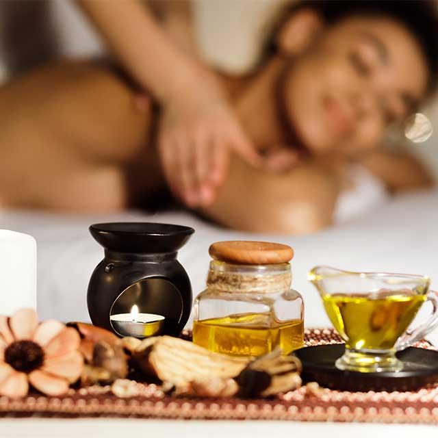 https://carteblanche.gr/wp-content/uploads/2020/02/relax-massage1.jpg